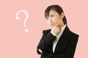 海外での引越し料金で悩む女性