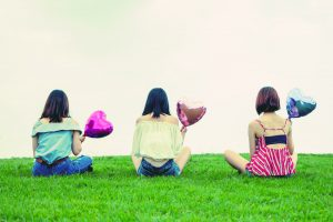コスコス引越しセンターの魅力を語り合う女性達